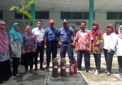 Pelatihan Kebakaran di Kampus AAK 17 Semarang
